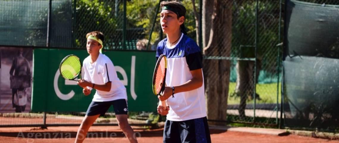 Tennis Under 14 – Il momento di un incontro di doppio maschile