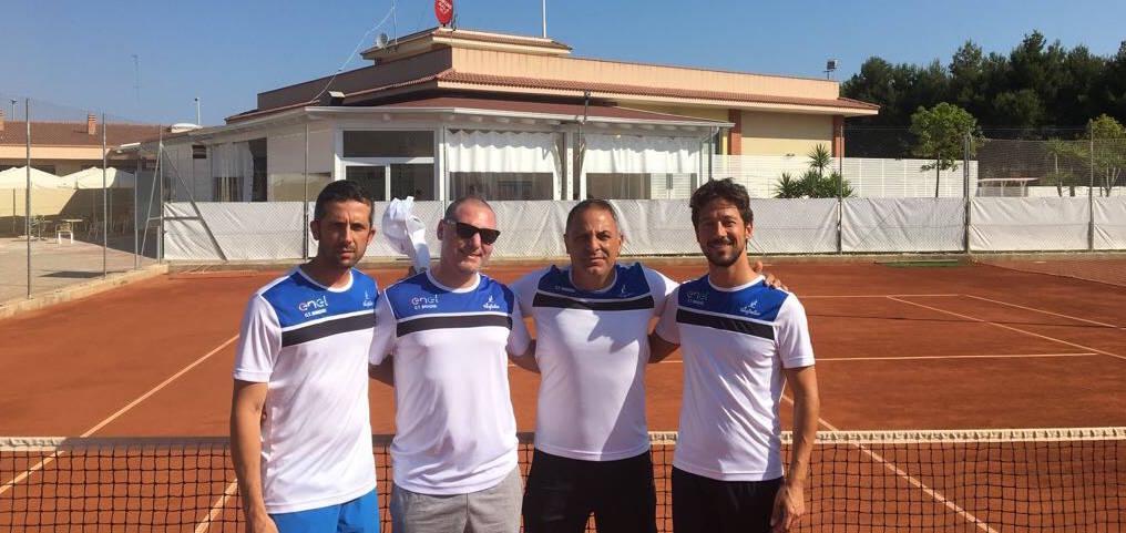 La squadra di serie D1 del CT Brindisi sui campi del Tennis Village di Barletta