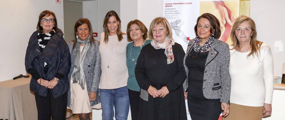 Le componenti del direttivo Adisco Brindisi con Flavia Pennetta – foto archivio